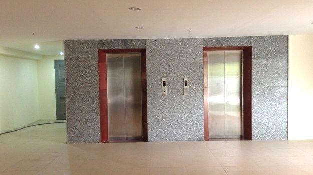 Sảnh thang máy tòa nhà Audi Building số 8 Phạm Hùng
